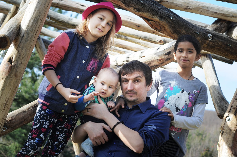 Juraj Hipš so svojimi deťmi